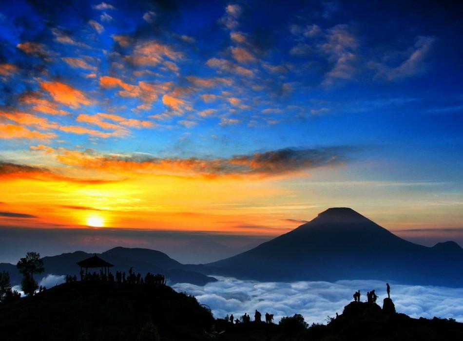 Dieng Plateau Sikunir Golden Sunrise Tour from Yogyakarta