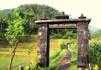 Borobudur Sunrise from Yogyakarta to Chicken Church then Selogriyo Temple