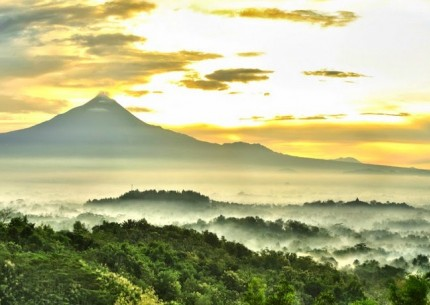 Sunrise from Punthuk Setumbu Hill & Borobudur Temple