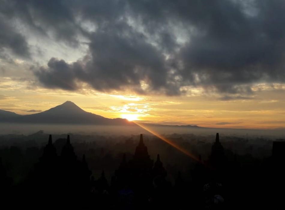 Borobudur Sunrise Tour Yogyakarta