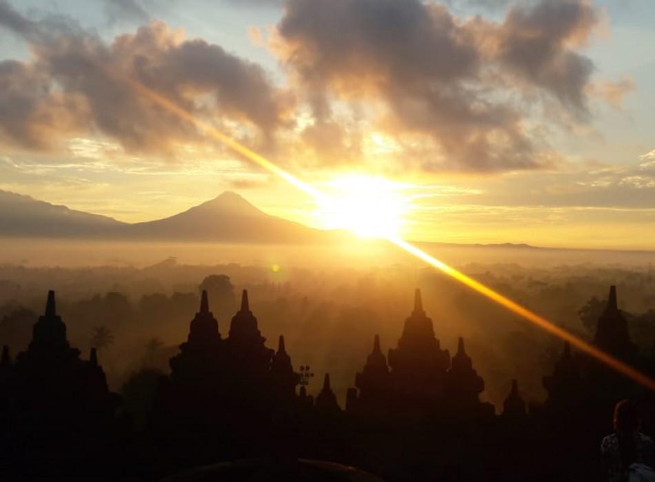 Borobudur Sunrise Tour and Travel