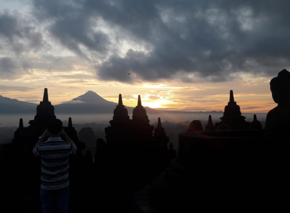 Borobudur Sunset Manohara