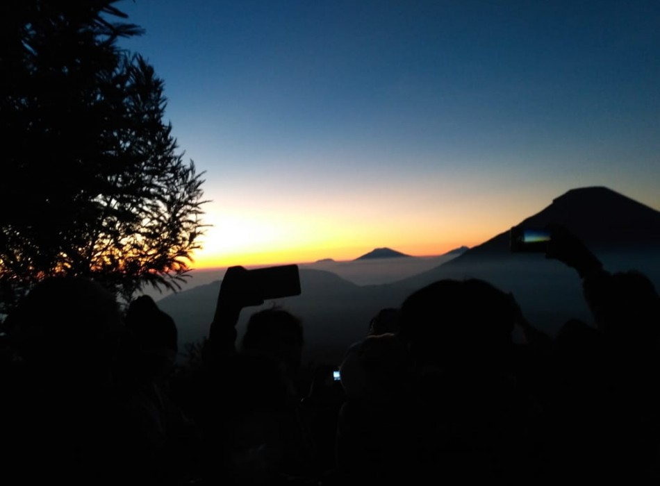 Sikunir Golden Sunrise